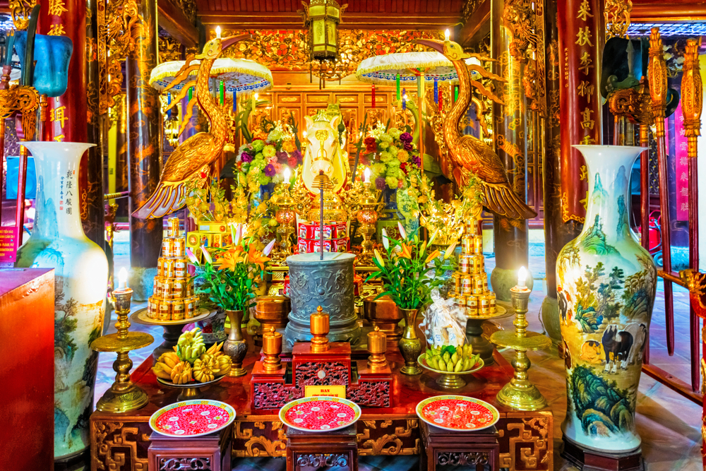 The inside of the Back Ma Temple